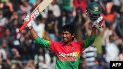 بنگلہ دیش کے بلے باز انعام الحق کو میچ کا بہترین کھلاڑی قرار دیا گیا۔