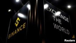 """Logo mata uang digital """"Binance"""" terlihat pada pameran mata uang digital dan kripto di Malta (foto: Reuters)."""