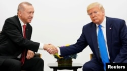 ټرمپ او اردوغان د جون په ۲۹ د جي شل غونډې پرمهال وکتل