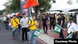 獨派與統派團體2017年9月24日在台大示威對峙(民間機構台灣國辦公室提供)