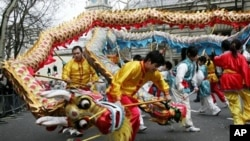 中國人民喜迎春節(2012年資料照片)