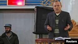 Sherkan Farnood, pendiri Kabulbank, berbicara di pengadilan Kabul (5/3). Hakim Shamsul Rahman Shams menjatuhkan hukuman lima tahun penjara atas Farnood dan mantan CEO Kabulbank, Khalilullah Ferozi, dalam skandal penipuan besar yang membuat bank terbesar di negara itu ambruk tahun 2010, Selasa (5/3).