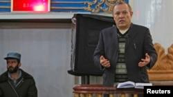 Ông Sherkan Farnood, cựu chủ tịch ngân hàng Kabulbank ra tòa ở Kabul, 5/3/13. Tòa án Afghanistan đã tuyên án tù 16 trong số 22 người bị cáo giác liên quan đến vụ gian lận nhiều triệu đôla
