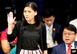 Maia S. Deguito, Rizal Commercial Banking Corporation (RCBC) branch manager, takes her oath prior to the start of the Philippine Senate Blue Ribbon Committee probe.