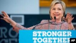 """Bà Clinton đã """"tự nguyện"""" trả lời các câu hỏi về việc sử dụng email khi còn làm Ngoại trưởng Hoa Kỳ."""