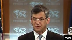 Daniel Benjamin govori novinarima u State Departmentu u Washingtonu