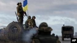 Украинские солдаты на военной базе в Краматорске в Донецкой области Украины (архивное фото)