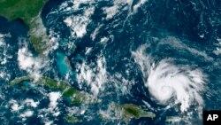 """تصویر ماهوارهای از مرکز طوفان دریایی """"دوریان"""""""