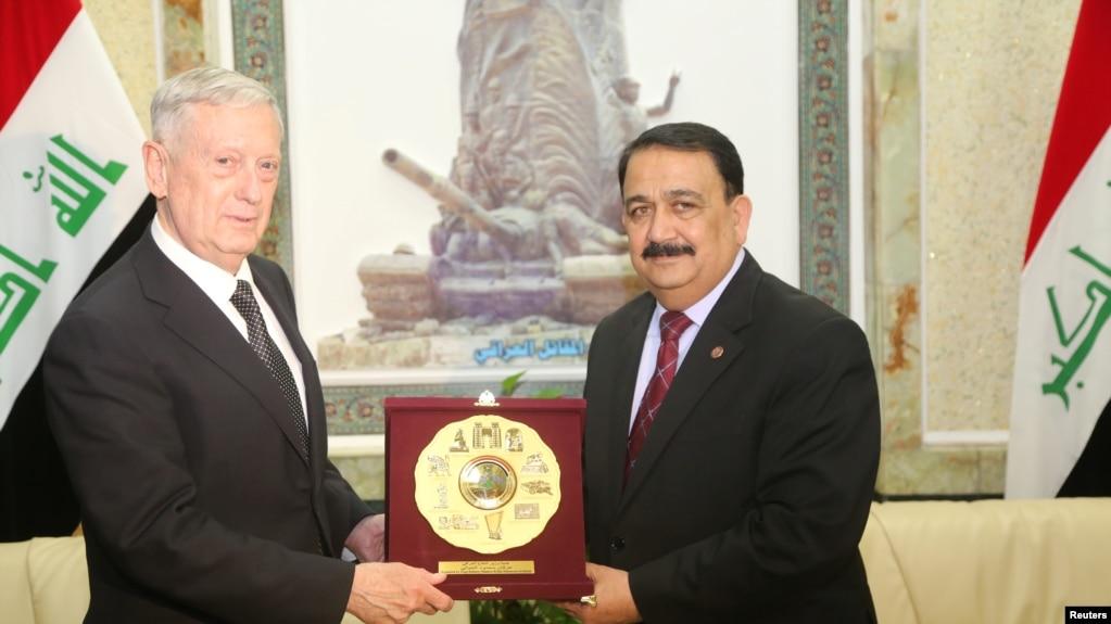 Bộ Trưởng Quốc phòng Hoa Kỳ James Mattis (bên trái) và Bộ Trưởng Quốc phòng Iraq Erfan al-Hiyali, gặp nhau ở Bagdad, Iraq, ngày 20/02/2017.