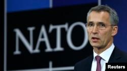 """北約秘書長斯托爾滕貝格星期一在布魯塞爾說,俄羅斯在烏克蘭境內和周圍的軍事部署""""顯著""""增加"""