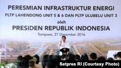 Presiden Joko Widodo meresmikan Pembangkit Listrik Tenaga Panas Bumi (PLTP) Lahendong Unit 5 dan 6, serta PLTP Ulubelu Unit 3 Lampung, di Tampaso, Minahasa, 27 Desember 2016 (Foto: Setpres RI)