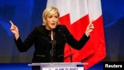 La candidate du Front national Marine Le Pen parle à ses militants lors de sa campagne électorale à Lyon, France, le 5 février 2017.