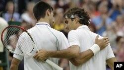 Pozdrav na mreži: Novak Đoković i Rodžer Federer