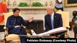 صدر ٹرمپ اور وزیر اعظم عمران خان میڈیا سے گفتگو کرتے ہوئے