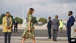 Ảnh minh họa: Đệ Nhất Phu nhân Melania Trump đáp máy bay tại Phi trường Quốc tế Jomo Kenyatta ở Nairobi, Kenya, ngày 610/2018. (AP Photo/Carolyn Kaster)