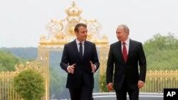Президенти Макрон і Путін