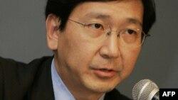 Giáo sư Trần Văn Mẫn trong một cuộc gặp với truyền thông.