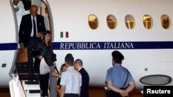 4 giới chức ICC tại phi trường Ciampino ở Rome
