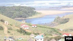 Part of Nqileni village at the mouth of the Bulungula River in South Africa's Eastern Cape province (D. Taylor/VOA)