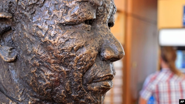 A statue of Former South African president Nelson Mandela at the entrance to the Robben Island ferry departure point at the V&A Waterfront in Cape Town, South Africa. (File)