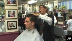 迭戈·达布罗索为客户理发