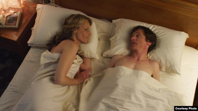 "Helen Hunt as ""Cheryl Cohen Greene"" and John Hawkes as ""Mark O'Brien."" Image courtesy of Fox Searchlight Pictures"