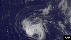 Bão Earl đang tiến về phía tây – tây bắc với tốc độ 22km/giờ và có khả năng trở thành một trận bão lớn