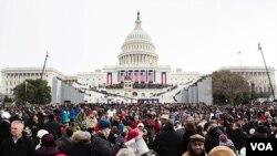 VOA图片集锦:奥巴马就职演说鼓舞在场公众