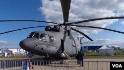 俄羅斯空軍的米-26直升機在2013年的莫斯科航展上。隨著北極競爭加劇,俄羅斯將把這款世界上最大的直升機用在北極。(美國之音白樺拍攝)