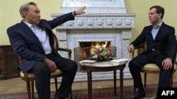 Архив: президент Казахстана Нурсултан Назарбаев на встрече с президентом России Дмитрием Медведевым