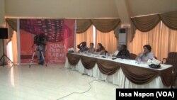 Les membres du jury de Ouaga Films Lab en séance, à Ouagadougou, le 24 septembre 2017. (VOA/Issa Napon)