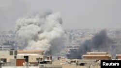Imyotsi y'amabombe y'indege z'igisirikare ca Iraki ku gisagara ca Mosul.