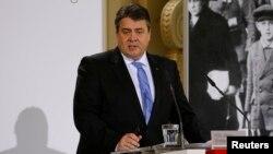 Menteri ekonomi Jerman Sigmar Gabriel menjelaskan kebijakan Jerman soal teknologi pemantauan (foto: dok).