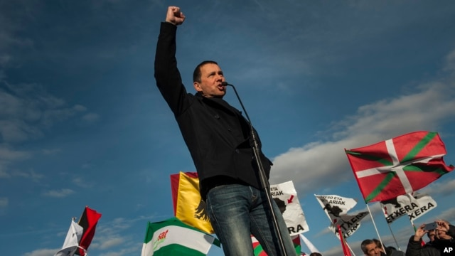 Arnaldo Otegi, leader of the former Basque independence Batasuna party, addresses a crowd as he leaves Logrono prison in Logrono, northern Spain, March 1, 2016.
