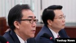 한국의 조태열 외교부 차관이 14일 국회에서 열린 외교통일위원회 전체회의에서 의원들의 질의에 답변하고 있다.