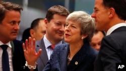 Britanska premijerka Tereza Mej razgovara sa holandskim premijerom Markom Ruteom.