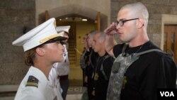 Кадет звітує в Американській військовій академії Вест-Пойнт