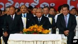 From left: Cambodian National Assembly President Heng Samrin, Senate President Chea Sim, Prime Minister Hun Sen, attend ceremony, Phnom Penh, Jan. 7, 2014.
