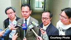民主300+协调人郭荣铿议员(左二)等解释民主派选委共识