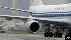 El avión, un Boeing 767, tenía previsto despegar con destino a la capital venezolana pero una de sus turbinas se incendió.