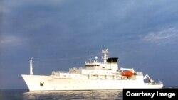 """美国海军""""鲍迪奇号""""海洋测量船资料照。它收回来一个无人潜航器,而中国军方将另一个劫走。"""