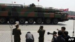 Северокорейская баллистическая ракета на параде в Пхеньяне