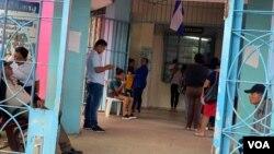 En Nicaragua hay reacciones encontradas respecto a la medida. Unos están de acuerdo como fórmula para frenar el coronavirus, pero otros consideran que el gobierno de Daniel Ortega ha dejado de tomar medidas preventivas clave para contener el COVID-19.