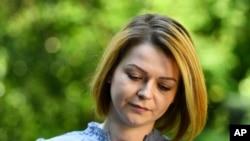 Cô Yulia Skripal, con gái ông Skripal, cựu nhân viên tình báo quân sự Nga, trong một cuộc phỏng vấn truyền hình ở London, ngày 23/5/2018. (Dylan Martinez/Pool via AP)