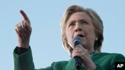 Ứng cử viên tổng thống Đảng Dân chủ Hillary Clinton phát biểu tại một cuộc vận động tranh cử ở Charlotte, North Carolina, 23/10/2016.