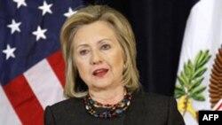 Ngoại trưởng Clinton nói rằng Hoa Kỳ không loại trừ chọn lựa nào để buộc chính quyền Libya chấm dứt đàn áp dã man nhân dân nước họ