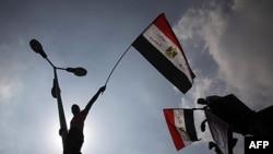 Tahrir meydanında bayraklar