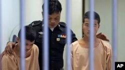 Can phạm Zaw Lin (trái) và Win Zaw Htun bị kết án tử hình, ngày 24/12/2015.