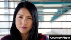 미국계 한국인 작가 수키 김 씨가 북한 평양과기대 학생들을 가르친 경험을 '평양의 영어선생님' 이라는 책으로 펴냈다.