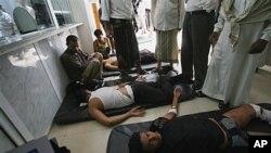 Yemeni doctors tend to anti-government protestors in Taiz, Sept. 15, 2011.